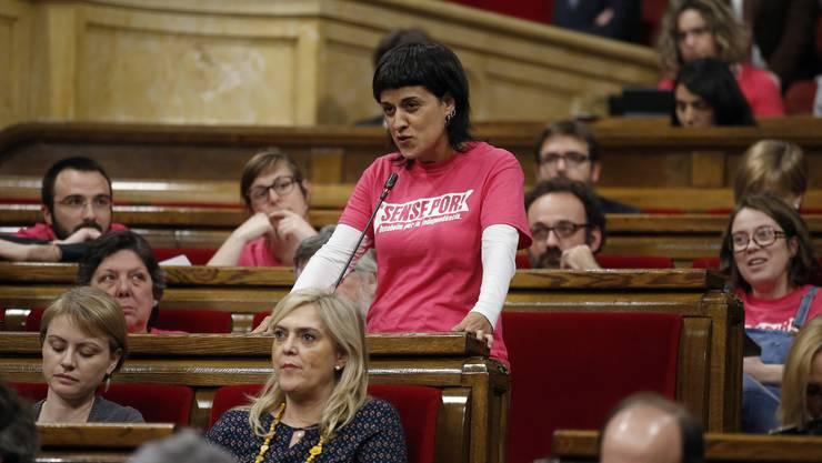 Kurz vor einer Gerichtsanhörung in Madrid hat sich die ehemalige katalanische Abgeordnete Anna Gabriel in die Schweiz abgesetzt.