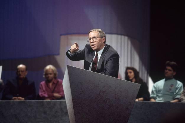 1992 stellte sich die SVP als einzige Regierungspartei gegen einen Schweizer Beitritt zum Europäischen Wirtschaftsraum (EWR). Mit einer knappen Mehrheit gewannen sie die Abstimmung. Für Blocher ein enormer Prestigesieg.