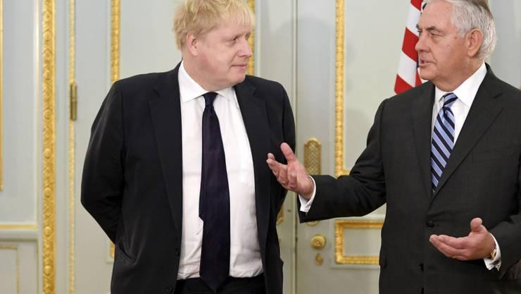 US-Aussenminister Rex Tillerson (rechts) im Gespräch mit seinem britischen Amtskollegen Boris Johnson.