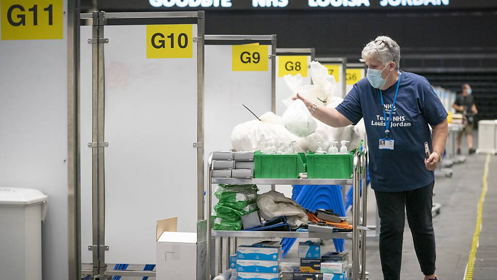 ARCHIV - Das NHS Louisa Jordan ist ein temporäres Notfallkrankenhauses, das in Schottland zur Bewältigung der Corona-Pandemie errichtet wurde. Anfang August wurde es geschlossen. Foto: Jane Barlow/PA Wire/dpa