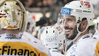Maxim Lapierre hat gut lachen: Der Tessiner erzielte in Fribourg zwei Tore für Lugano