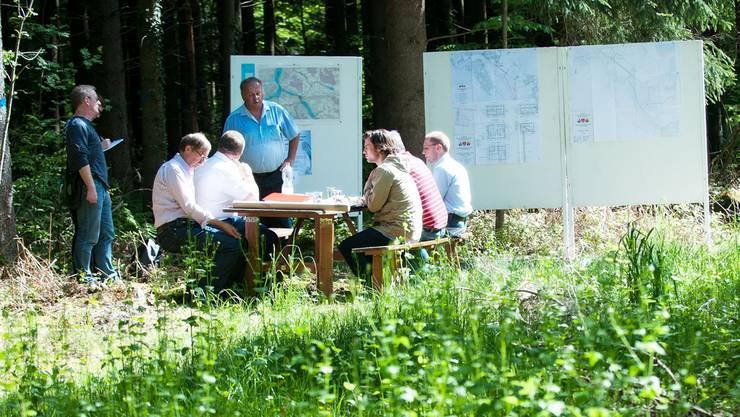 Die Pressekonferenz fand im Tägerhardwald statt – exakt dort, wo das Grundwasserpumpwerk errichtet werden soll.