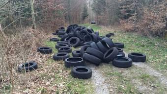 Die illegal entsorgten Pneus in Kallnach.
