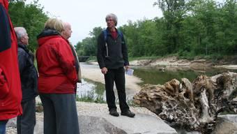 Pro-Natura-Geschäftsführer Urs Chrétien erläuterte am Montagabend interessierten Muttenzerinnen und Muttenzern die Revitalisierungspläne an der Birs.