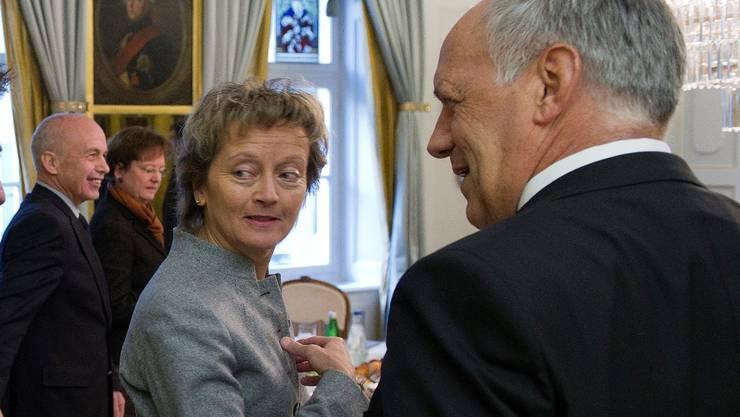 SVP-Präsident Toni Brunner (links im Bild) im Gespräch mit den am 14. Dezember wohl gefährdetsten Bundesräten Eveline Widmer-Schlumpf (Bildmitte) und Johann Schneider-Ammann (rechts im Bild). Schneider/Key