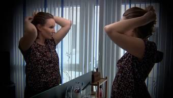 Jacqueline Rusch entschied sich für eine beidseitige Brust-Amputation - als junge Mutter ist das für sie nicht immer einfach.