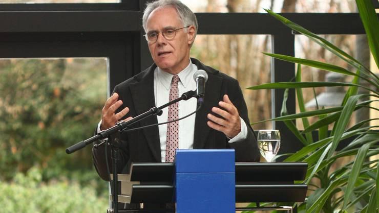 Alt Bundesrat Leuenberger spricht über die Gefahren der Demokratie.