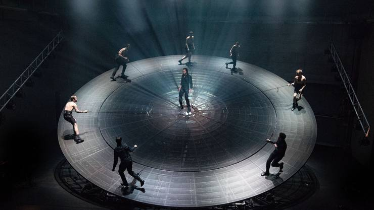 Regisseur und Bühnenbildner Ulrich Rasche zeigt in Basel eine seiner berühmten Theatermaschinen
