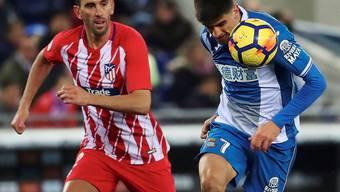 Einen Schritt schneller: Espanyols Gerard Moreno (re.) ist vor Atléticos Diego Godin am Ball