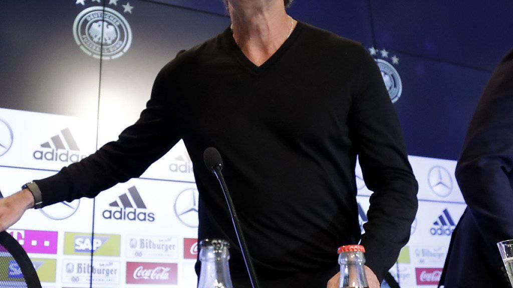 DFB-Cheftrainer Joachim Löw (links) an einer Medienkonferenz in München