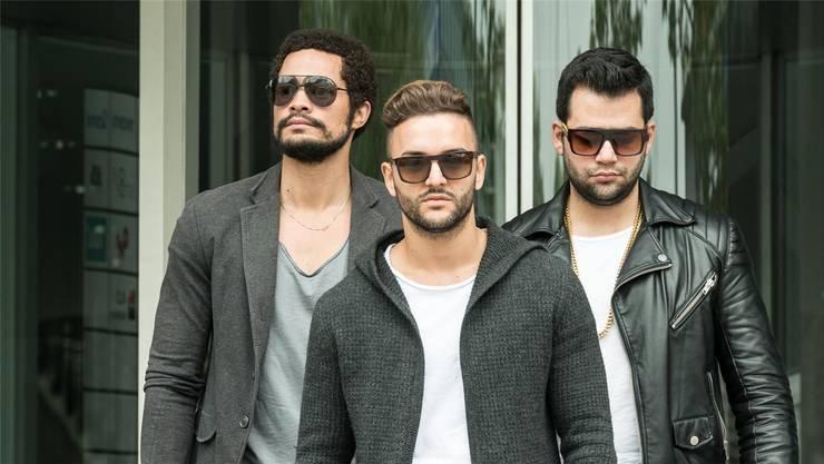 Die Band glb (good looking boys) erreichte die Top 10.Niro Music