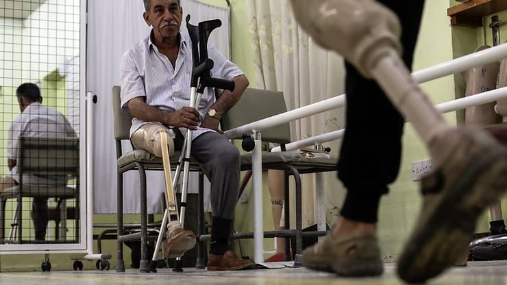 Minen fordern weltweit über 7200 Opfer: Unterschenkelamputierte in einem Rot-Kreuz-Zentrum im Irak. (Archiv)