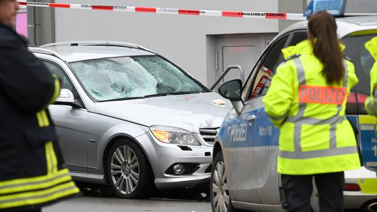Die Unfallstelle in Volkmarsen mit dem Auto, das am Nachmittag in einen Fasnachtsumzug gerast ist.