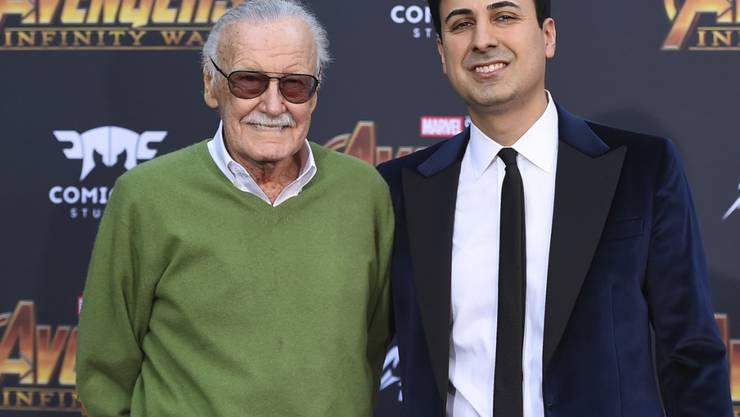 """Comic-Zeichner Stan Lee und sein Manager Keya Morgan bei der Filmpremiere von """"Avengers: Infinity War"""" in Los Angeles. (Archivbild)"""