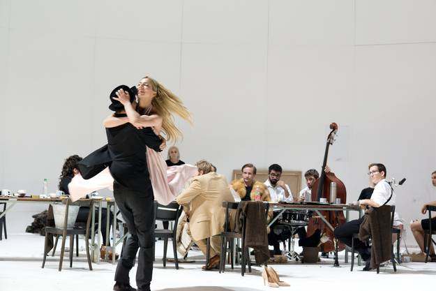 Die erste Inszenierung von Nora Schlocker am Theater Basel, «Kinder der Sonne».