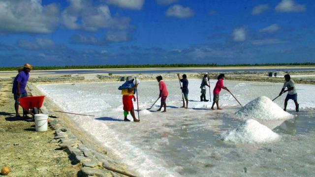 Salzgewinnung in Kiribati (Archiv)