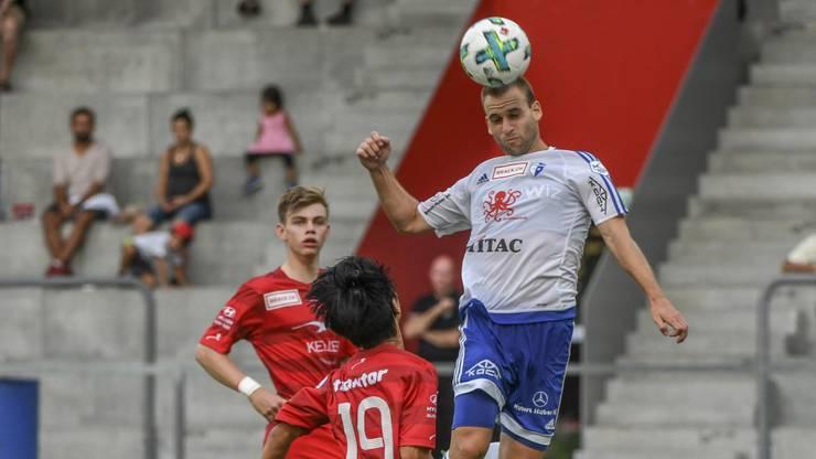 Wohlens Sandro Foschini steigt höher als die Winterthurer und erzielt das 2:1.