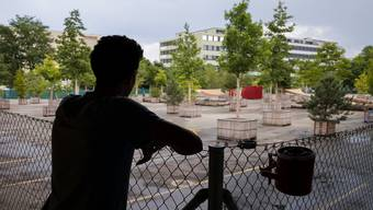 Die letzten 100 Asylsuchenden müssen das Feldreben-Areal bis Ende Monat verlassen haben.