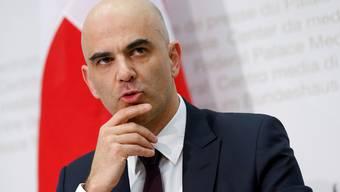 Politisch gefärbte Zahlen, mangelnde Ausgewogenheit: Bürgerliche Politiker nehmen das Departement von Innenminister Alain Berset in den Fokus. (Archivbild)