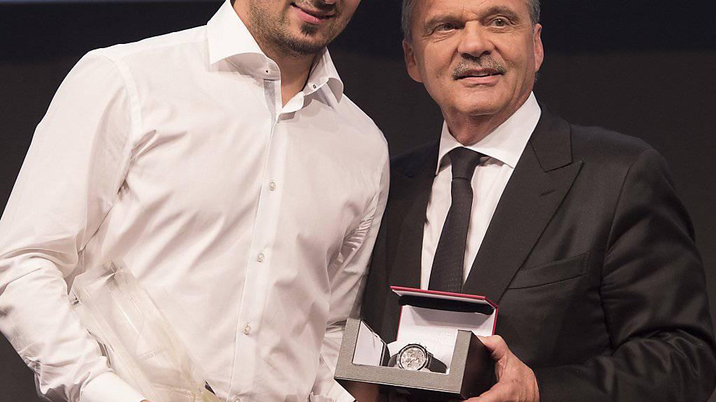 Andres Ambühl (HC Davos) erhielt aus den Händen von IIHF-Präsident René Fasel den Award als wertvollster Spieler (MVP) der letzten NLA-Saison. Ambühl wurde zudem als populärster Spieler der Liga ausgezeichnet.