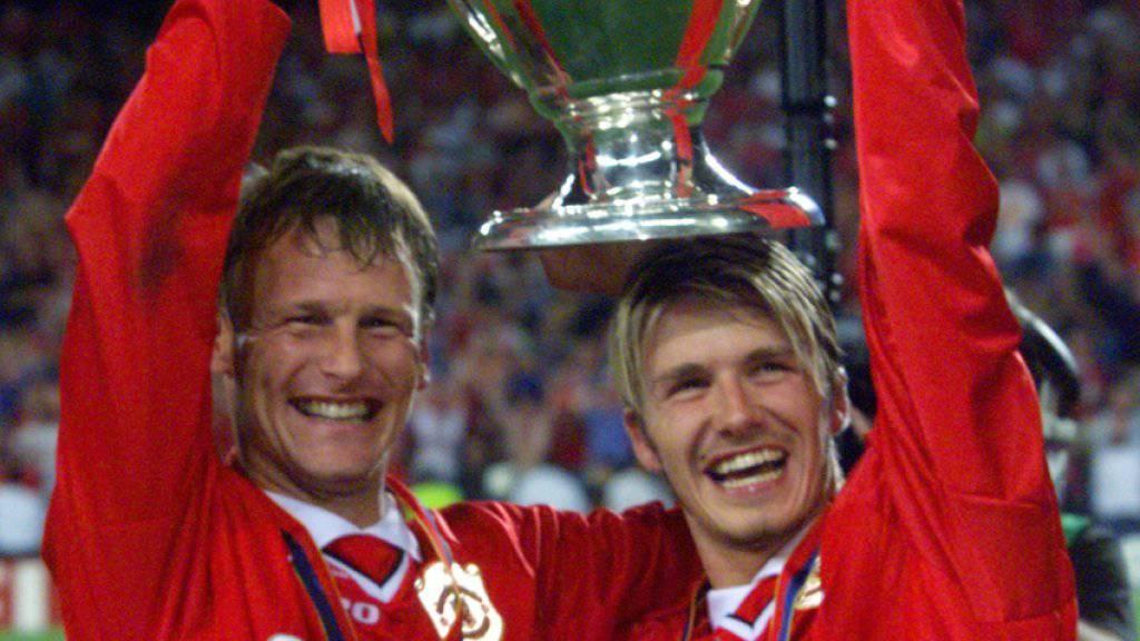Teddy Sheringham (links) 1999 nach dem Sieg in der Champions League mit Teamkollege David Beckham