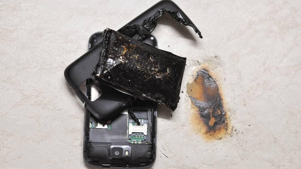 Dein altes Handy kann das Haus anzünden