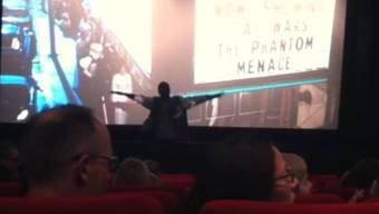 Kenianer rastet im Kino «Schloss» in Aarau aus