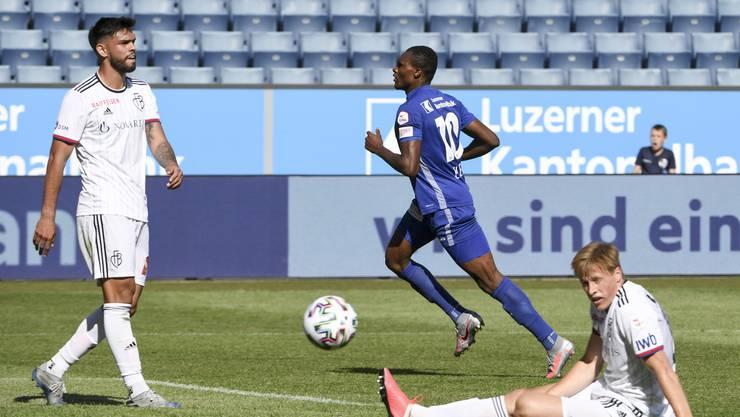 Die Basler Defensive (hier Omar Alderete und Emil Bergström) zog gegen Luzern einen ganz schwachen Tag ein.