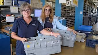 Sind jetzt gelernte Logistikerinnen: Esther Baumgartner (links) und Ruth Gantenbein in der Spedition der Fraisa SA.