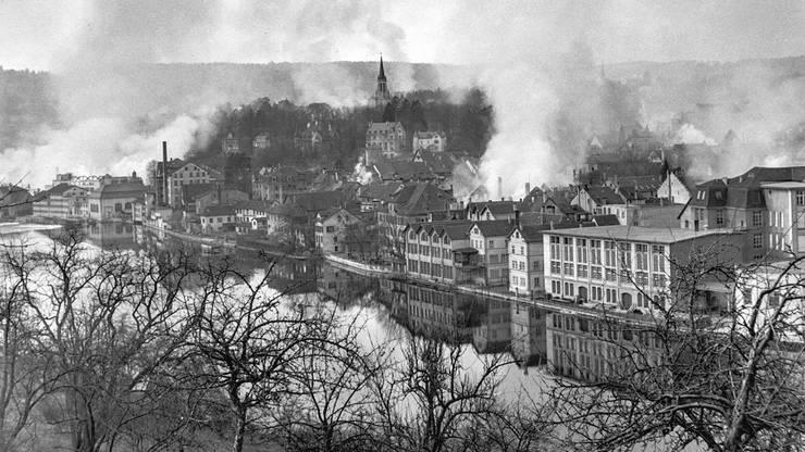 Moderner Bombenkrieg: Mit Sprengbomben die Häuser «abdecken», mit Brandbomben Feuerbrände auslösen.