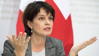 Der vom Volk gutgeheissene Strassenfonds wird laut Bundespräsidentin Doris Leuthard am 1. Januar 2018 in Kraft treten.