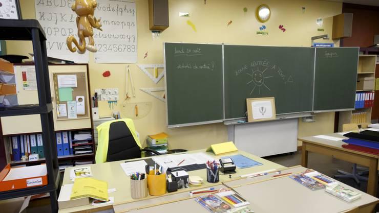 Leere Klassenzimmer wird es nach den Sommerferien im Aargau kaum geben, aber das Problem des Lehrermangels ist nicht nachhaltig gelöst. (Symbolbild)