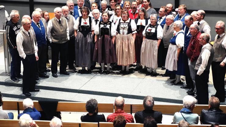 Der Jodlerfreunde Aaretal und die Gäste aus Aarburg vereint.