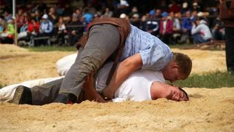 Daniel Wettstein (oben) lässt seinem Gegner Beda Arztmann keine Chance und gewinnt. Auf der Maur