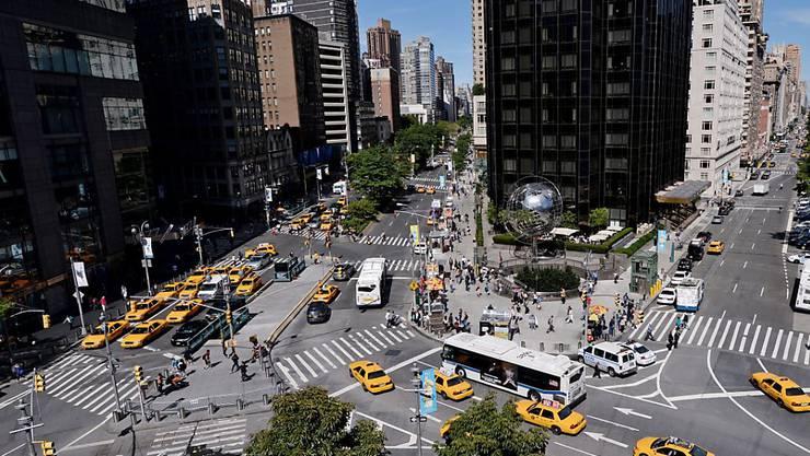 Für den Taxi-Konkurrenten Uber gibt es in New York vorerst keine Wachstums-Bremse: Bürgermeister de Blasio machte eine Rolle rückwärts. (Symbolbild)