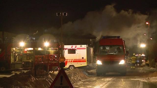 Explodiertes Wohnmobil entfacht Grossbrand