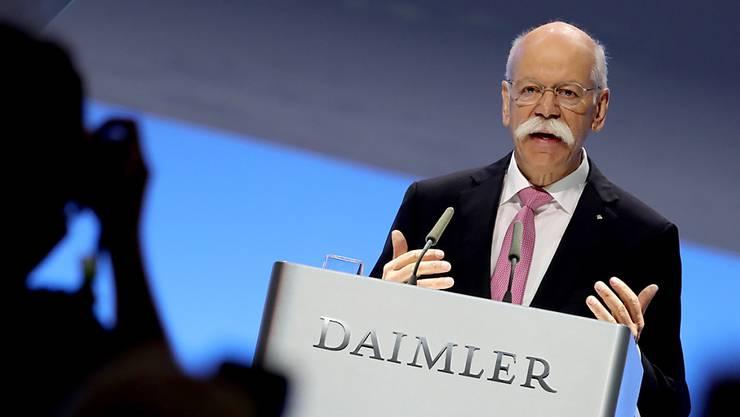 Der scheidende Daimler-Chef Dieter Zetsche hat dem Autobauer zum Abschied noch einmal einen klaren Sparkurs vorgegeben.