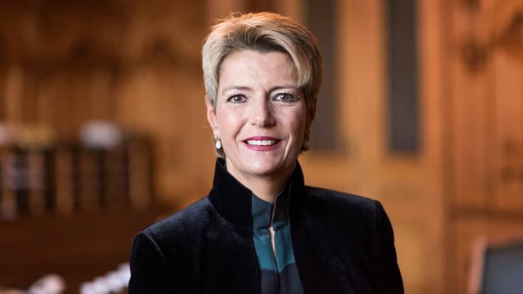 Karin Keller-Sutter (*1963) ist diplomierte Übersetzerin und Dolmetscherin und wohnt in Wil SG.