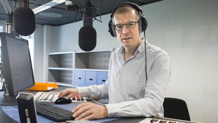 Markus Gasser im Radiostudio auf dem Bruderholz.