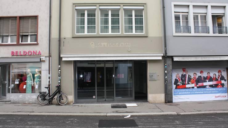 Hier an der Rathausstrasse 66 war früher ein Swisscom-Shop eingemietet, nun kommt im Sommer ein Take-away-Restaurant rein.