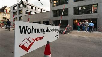 Ein Schild für eine Wohnungsbesichtigung: Schweizer kaufen sich vermehrt Wohneigentum