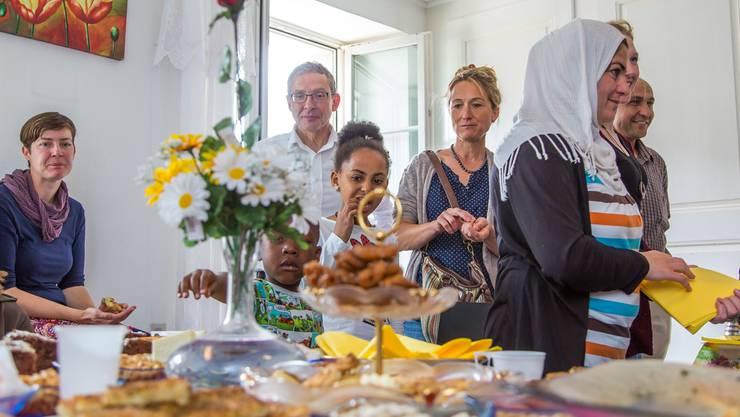 Susanne Hochuli und Urs Hofmann bei der Besichtigung der Asylunterkunft an der Laurenzenvorstadt 71 in Aarau.