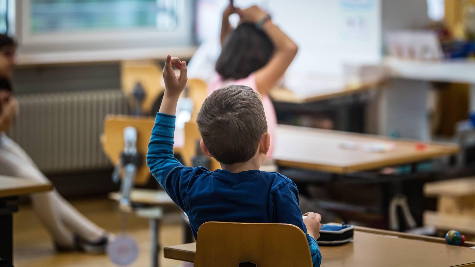 Schülerinnen und Schüler sollen besser über Rassismus Bescheid wissen.
