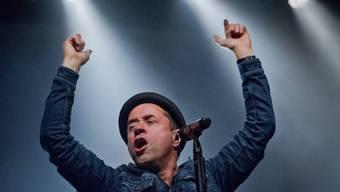 Schauspieler Jan Josef Liefers singt auch - hier mit seiner Band 'Radio Doria' im April in Greifswald