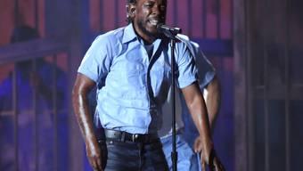 """Kendrick Lamar bei seinem vielgerühmten Auftritt bei den Grammys Mitte Februar. Den titellosen Song, den er performte, ist jetzt mit anderen """"Ausschuss""""-Werken in einer Nacht-und-Nebel-Aktion veröffentlicht worden (Archiv)."""