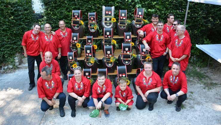 Stolz präsentiert sich die noch junge «Trychler Gemeinschaft Egerkingen».Bild: HO