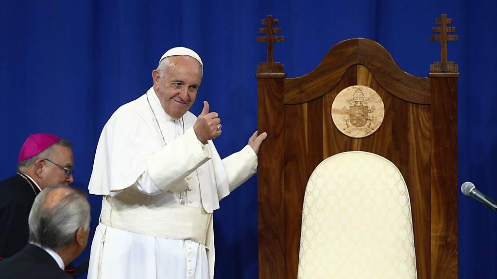 Papst Franziskus hat während der Hitze in Italien im letzten Sommer Glace an Häftlinge in zwei Gefängnissen verteilen lassen. (Archivbild)