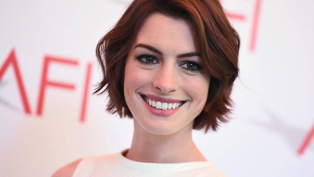 Soll ihr erstes Kind erwarten: US-Schauspielerin Anne Hathaway (Archivbild)