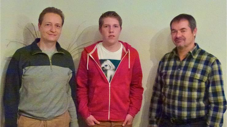 Abtretender Schützenmeister Theo Schmid, neues Vorstandsmitglied Simon Meisel und neues Vereinsmitglied Konrad Fricker (vlnr)