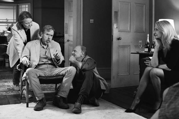 Im satirischen Kammerspiel «The Party» (aktuell im Kino) von Regisseurin Sally Potter läuft eine Zusammenkunft von Freunden komplett aus dem Ruder. Bruno Ganz (3. von links) spielt darin den deutschen Lebensberater und Esoteriker Gottfried. Er bezeichnet die Figur als eine der lustigsten Rollen seiner Karriere. Mit dabei sind Stars wie Kristin Scott Thomas, Timothy Spall (2. von links) und Patricia Clarkson (rechts).
